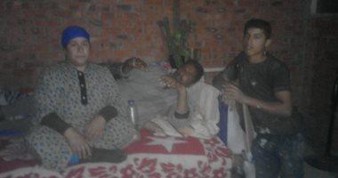 """صور ... """"سمير"""" دخل مستشفى المنصورة مصاب بنزيف خرج مشلول اليدين بسبب الإهمال"""