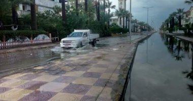 صور.. مياه الأمطار تغرق شوارع رأس البر