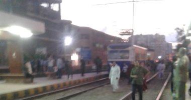 قارئ يرصد خروج الترام عن القضبان بمحطة سبورتنج فى الإسكندرية