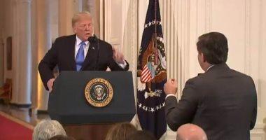 رجع غصب عنه.. شاهد لحظة عودة مراسل CNN للبيت الأبيض رغما عن ترامب