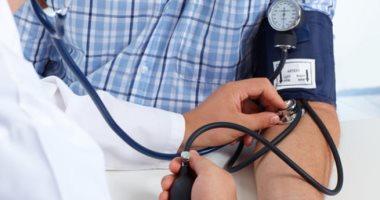 ارتفاع ضغط الدم عند الشباب يعرضهم للسكتات الدماغية وأمراض القلب