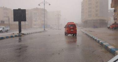 صور.. سقوط أمطار على مناطق متفرقة بمطروح والساحل الشمالي
