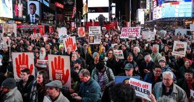 صور.. مظاهرات الأمريكيين ضد ترامب بسبب التدخل الروسى فى الانتخابات