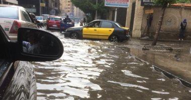 صور.. غرق شارع زيزينيا بأبوقير نتيجة هطول الأمطار بالاسكندرية