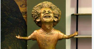"""صور.. كيف احتفى """"الفيفا"""" بتمثال """"محمد صلاح"""" المثير للجدل؟"""