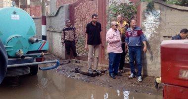 انفجار ماسورة مياه أمام مدرسة بالسنطة