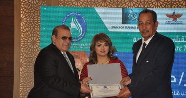 مهرجان المرأة العربية يٌكرم حسن راتب لدور قناة المحور وبرامجها الداعمة لحواء