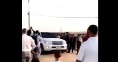 فيديو.. الفلسطينيون يقذفون موكب السفير القطرى فى غزة بالحجارة