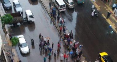 صور.. مياه الأمطار تغرق منازل شارع بورسعيد شرق الإسكندرية
