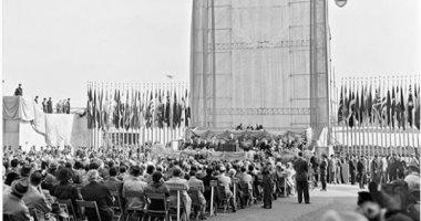 قصة صورة.. وضع حجر الأساس لمبنى الأمم المتحدة واجتماع فى الهواء الطلق 1949