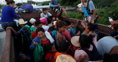 صور.. قافلة المهاجرين تواصل تقدمها نحو الولايات المتحدة