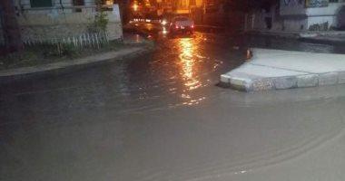 صور.. برك طينية وبحيرات مائية بشوارع رأس البر بسبب الأمطار الغزيرة