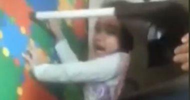 تداول فيديو لتعذيب أطفال داخل حضانة بالإسكندرية على يد الموظفات