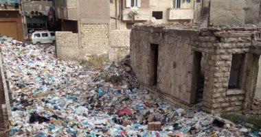 قارئ يشكو من انتشار القمامة أمام مزلقان بشيتل البلد بالجيزة