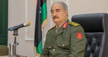 حفتر يصل غرفة العمليات الرئيسية لمتابعة العمليات العسكرية فى الغرب الليبى