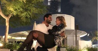 شاهد رومانسية هنا شيحة وأحمد فلوكس أسفل برج خليفة .. صور