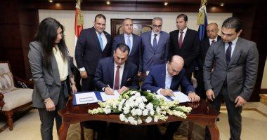 صور.. مميش: توقيع 3 عقود جديدة بشرق بورسعيد باستثمارات محلية تتجاوز 1.6 مليار جنيه