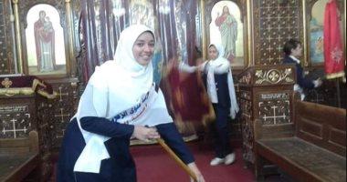 فتيات مسلمات ينظفن كنيسة بالمنيا