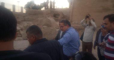 صور.. وزير الآثار يتفقد أعمال تجميع تمثال رمسيس الثانى أمام معبد الأقصر