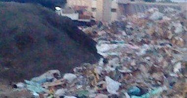 مقلب قمامة يحاصر الكتلة السكنية لقرية صناديد فى الغربية