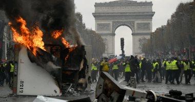"""الشرطة الفرنسية تستخدم مدافع المياه لتفريق محتجى """"السترات الصفراء"""""""