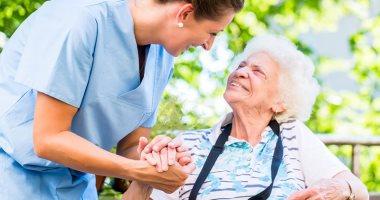 وزارة التضامن تعلن توفير خدمة رفيق المسن لرعاية كبار السن فى منازلهم