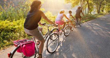 للحفاظ على شبابك.. مارس رياضة السباحة وركوب الدراجات