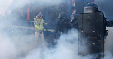 عشرات المصابين باحتجاجات السترات الصفراء وسط أعمال عنف ونهب فى فرنسا