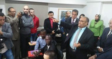 وزير التعليم العالى يعلن خطة لاجتذاب الوافدين ووحدة رعاية صحية لهم