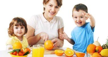 بلاش عصاير مسكرة.. اعرف ازاى تقدم الفاكهة بأشكال مختلفة وصحية أكتر لطفلك