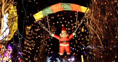 """""""سانتا كلوز"""" يغزو شوارع العالم استعدادا لاحتفالات الكريسماس"""