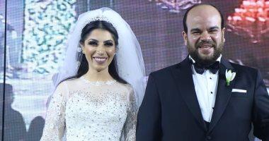 محمد عبد الرحمن يحتفل بعيد زواجه الأول برسالة قوية لزوجته وابنته