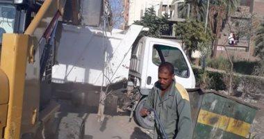 صور.. رفع 36 طنا من تراكمات القمامة فى شوارع الأقصر