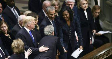 مش أول مرة.. سر إعطاء جورج بوش الحلوى لميشيل أوباما فى الجنازات.. فيديو