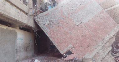 صور.. إخلاء منازل مهددة بالانهيار  بمدنية بلقاس بالدقهلية