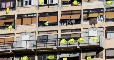 """صور.. الغسيل فى فرنسا بقى """"لونه أصفر"""" احتجاجا على خطط ماكرون الإصلاحية"""