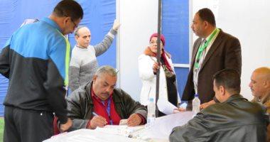 صور.. بدء توافد الأعضاء بمركز شباب الجزيرة استعدادا للعملية الانتخابية