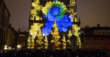 صور.. مدينة ليون الفرنسية تتزين بالألوان استعدادا لمهرجان الأضواء