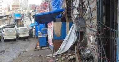 صور.. أضبط مخالفة.. الباعة الجائلين يسرقون التيار الكهربائى بوسط الإسكندرية