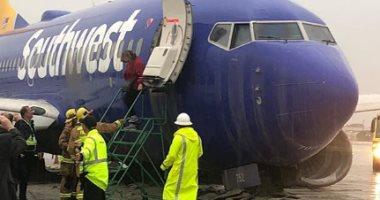 فيديو.. إنزلاق طائرة ركاب فى مطار كاليفورنيا بسبب الأمطار