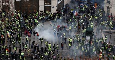 إطلاق الغاز المسيل للدموع على متظاهرى السترات الصفراء فى فرنسا