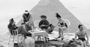 قصة صورة لحفلة شاى فوق سطح الهرم من 80 سنة