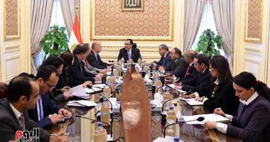 """رئيس الوزراء يعقد اجتماعاً مع وفد شركة """"رانجيس"""" الفرنسية لبحث خطط الاستثمار"""