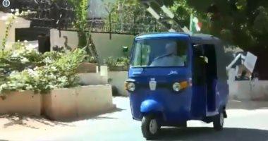 """سفير إيطاليا بالسودان يقود """"توك توك"""" ويجلس على مقهى شعبى.. فيديو """"تحديث"""""""