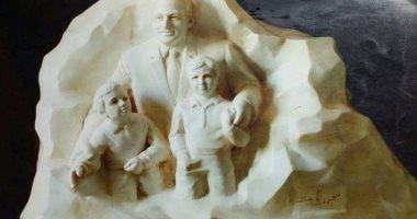 فنان يكشف سر تمثال لمبارك وأحفاده يزن 10 كيلو ذهب