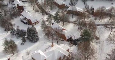 الثلوج تجمد الحركة فى شوارع جنوب شرق أمريكا
