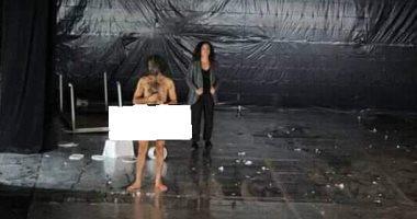 ممثل عارى فى مهرجان قرطاج المسرحية