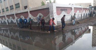 فيديو.. يرصد غرق شارع بمياه الصرف الصحى بشكل مرتفع فى المحلة الكبرى