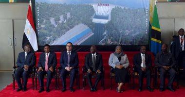 صور.. رئيس تنزانيا أثناء توقيع إنشاء سد ستيجلر جورج: المصريون إذا أرادوا شيئا فعلوه