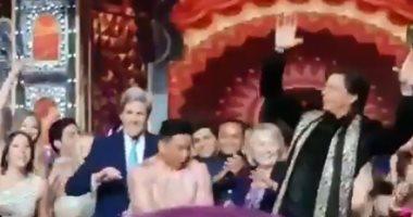 هيلارى كلينتون وكيرى وشاروخان فى وصلة رقص هندى بحفل زفاف ابنة أمبانى.. فيديو
